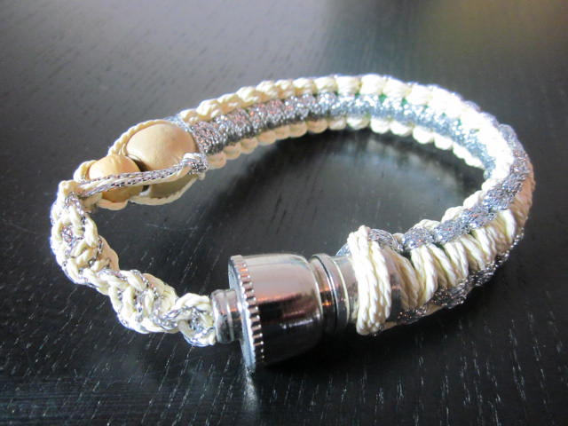 White Bracelet style smoking pipe fit all sizes.